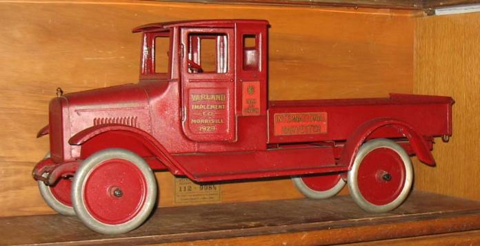 antique toy appraisal, ebay buddy l trucks, ebay buddy l ice truck, ebay space toys,  buddy l trucks vintage tin space toys japan toy cars